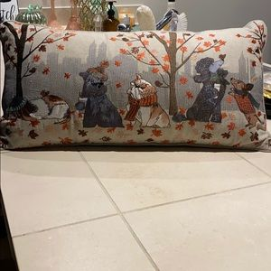 Accent lumbar pillow
